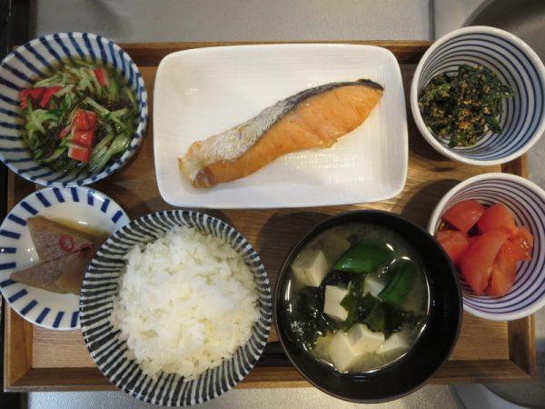 焼魚(鮭)メインの献立(180129朝ごはん)
