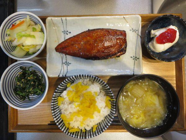 焼魚(サバ)メインの献立(180309朝ごはん)