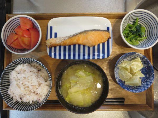 焼魚(鮭)メインの献立(180325朝ごはん)