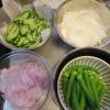 野菜の下処理(きゅうりの千切り、スライス玉ねぎ、ボイルオクラ)