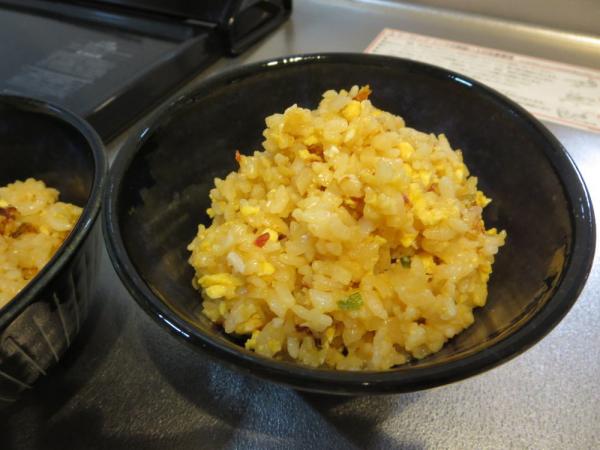 お米のかわりに食べるカリフラワーとごはんでチャーハン