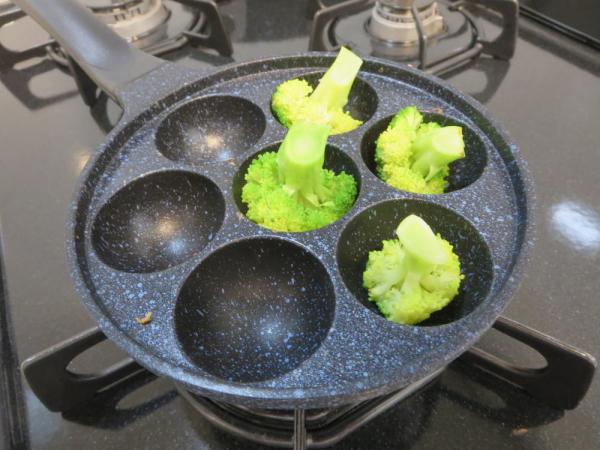 コロコロ♪ひとくちボール焼で焼ブロッコリー