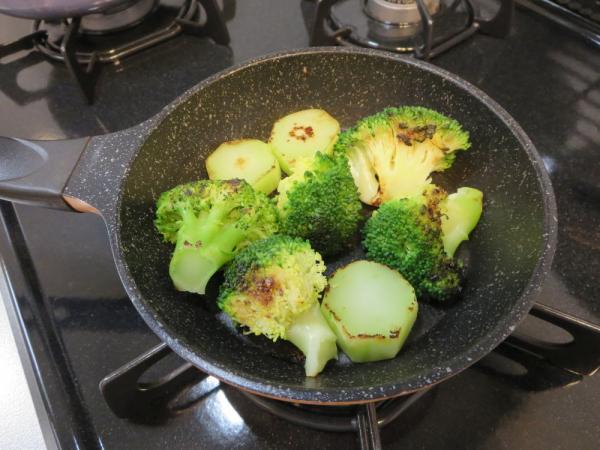 ブロッコリーを焼く
