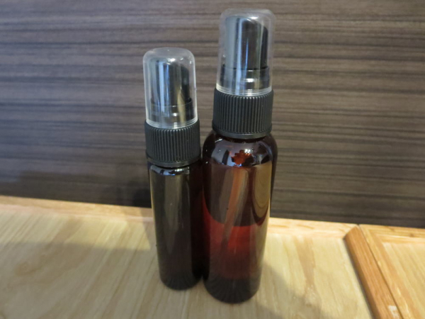 アルコール対応のスプレーボトル