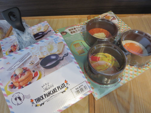 珈琲屋さんの厚焼きパンケーキリング(ヨシカワ)と、厚焼きパンケーキプレート(和平フレイズ)