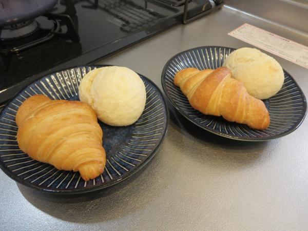 Pan&(パンド)の冷凍パン、発酵バタークロワッサンprimeとミルク