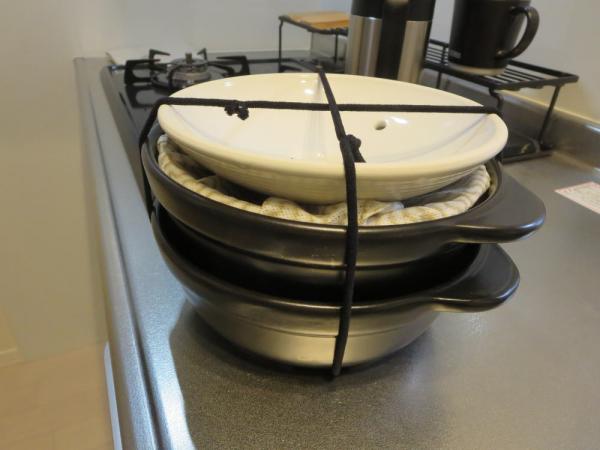 土鍋の保管方法(ヘアゴムを十字にかける)