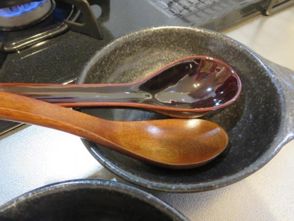 木製レンゲと陶器レンゲ