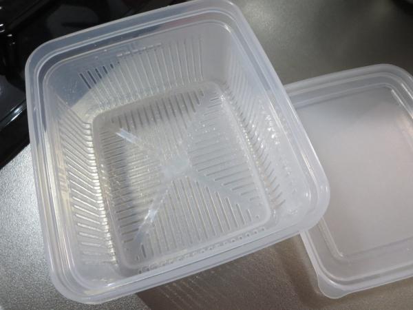 100円ショップのザル付き保存容器
