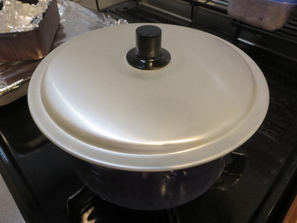 沸騰したお湯でボイル(湯煎)、蓋をする