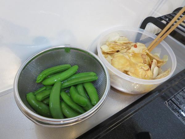 菊芋の甘酢醬油漬けとスナップエンドウのボイル