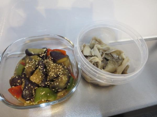 作り置き(ナスとピーマンの炒め物、まいたけ煮)