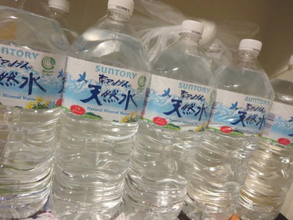 備蓄用ペットボトルの水