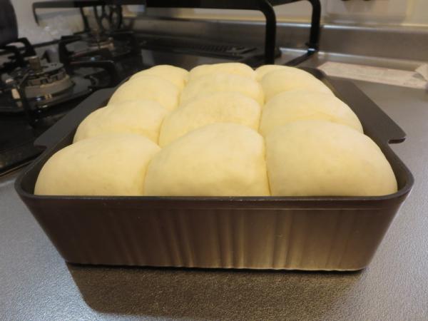 ちぎりパンの生地、二次発酵