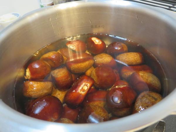 圧力鍋で茹で栗