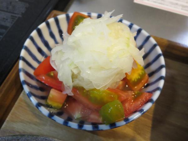 トマトの酢玉ねぎのせ