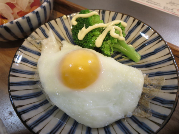目玉焼き(ブロッコリー添え)