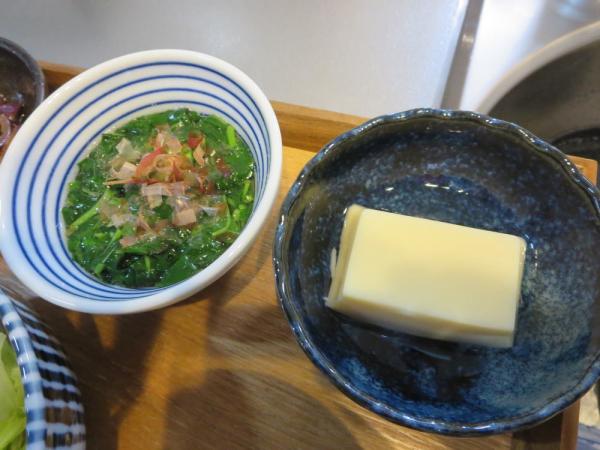 卵豆腐とモロヘイヤのお浸し