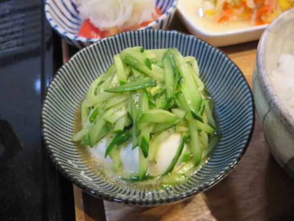 豆腐の梅ドレきゅうりのせ