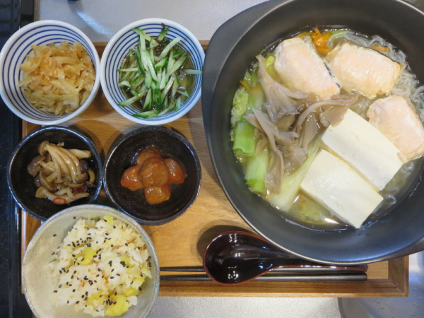 一人鍋(鍋キューブ 鯛と帆立の極みだし鍋)メインの献立