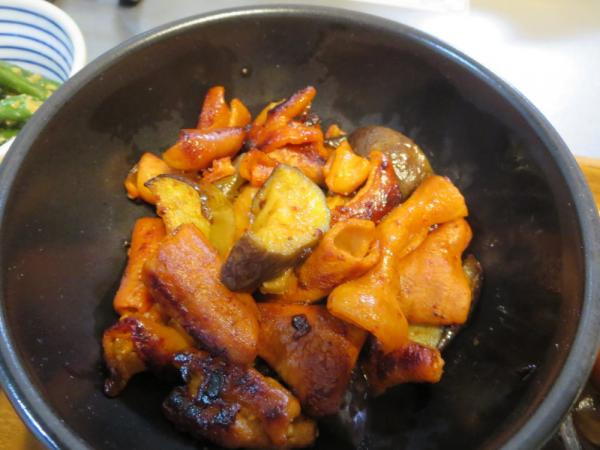 豚ホルモンとナスの炒め物