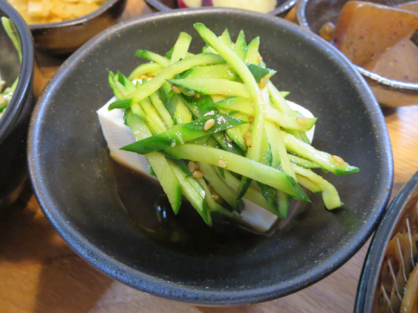 豆腐の中華風千切りきゅうりのせ