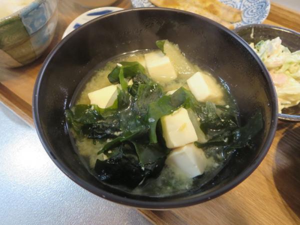 味噌汁(豆腐、わかめ、大根)