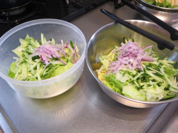 野菜サラダは2回分ずつ…