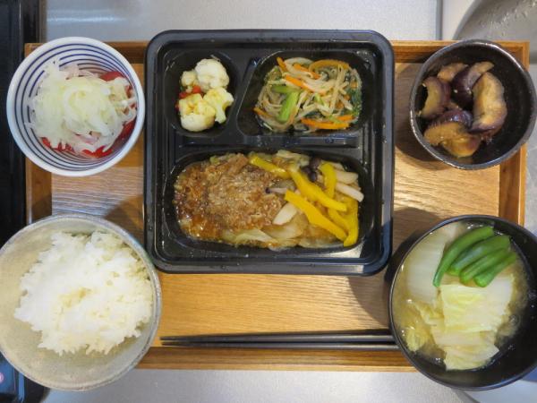ヨシケイ(冷凍弁当)[楽らく味彩]牛肉のプルコギ風メインの献立