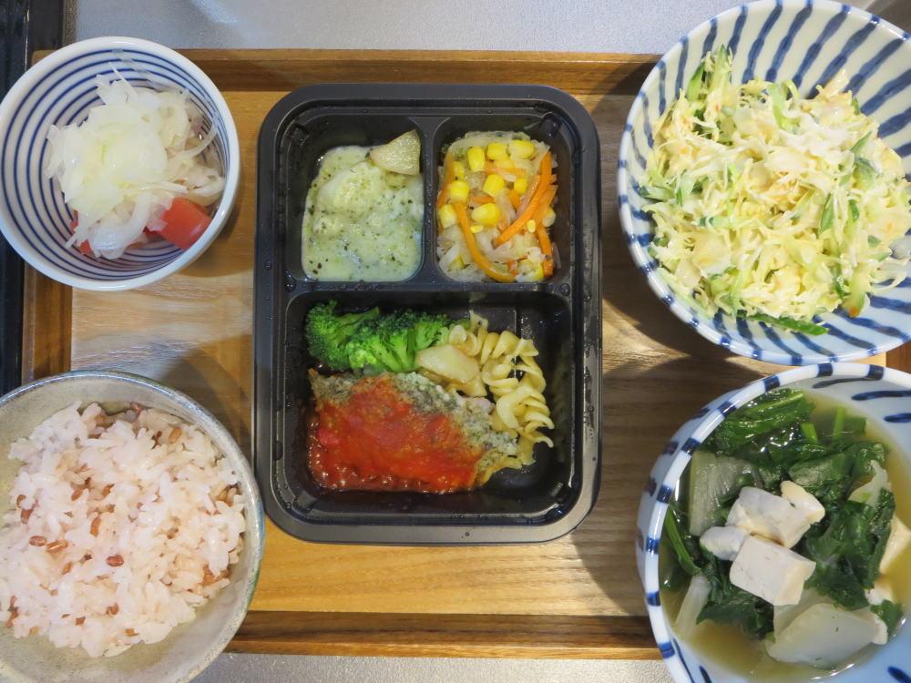 ヨシケイ(冷凍弁当)[楽らく味彩]たらの香草パン粉焼きメインの献立