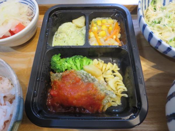 ヨシケイ(冷凍弁当)[楽らく味彩]たらの香草パン粉焼き
