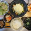 鶏むね肉と野菜の甘酢炒め(タルタルソース風のせ)メインの献立