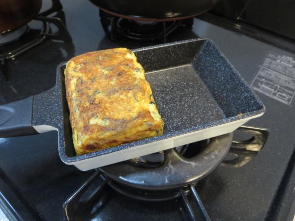 ひじき入り卵焼きはミニ卵焼きフライパンで焼く