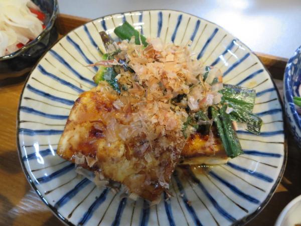 豆腐とネギのソテー
