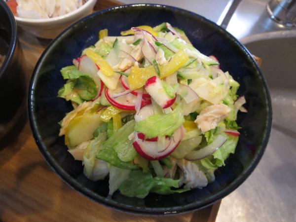 コールラビ入り野菜サラダ