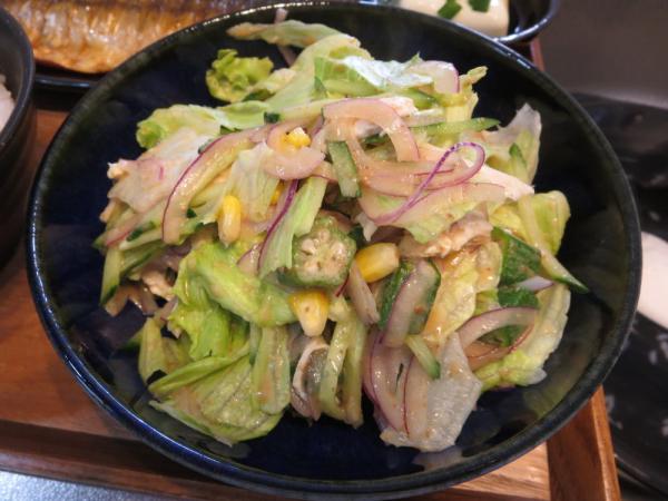 いろいろな野菜を入れたサラダ