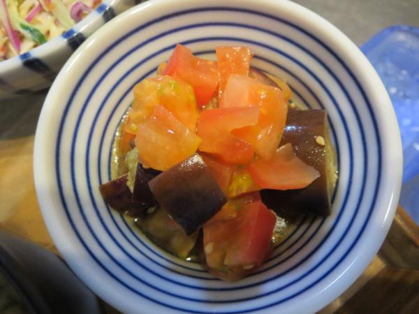 ナスの甘酢醤油漬けとトマトの和え物
