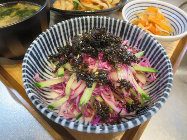 紫キャベツときゅうりのサラダ