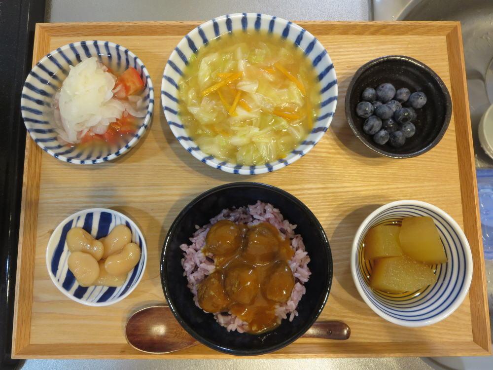 野菜の旨煮とカレーミートボール丼の献立