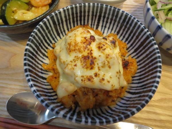 チーズ焼きリゾット風(トマトジュースで炊き込みごはんの失敗作)