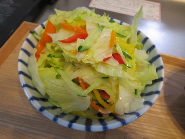 カラフルピーマン入り野菜サラダ