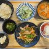 魚肉ソーセージと野菜の炒め物の献立