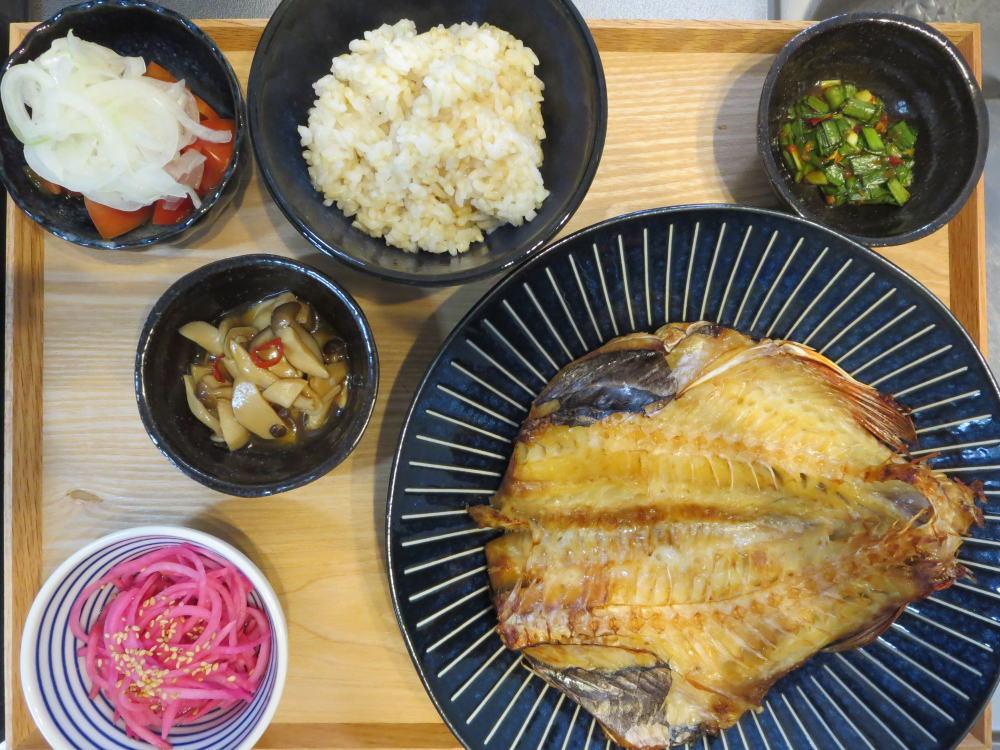 赤魚の開きの焼魚の献立
