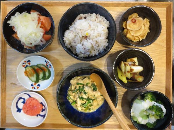 豆腐とニラの炒め物と明太子の献立