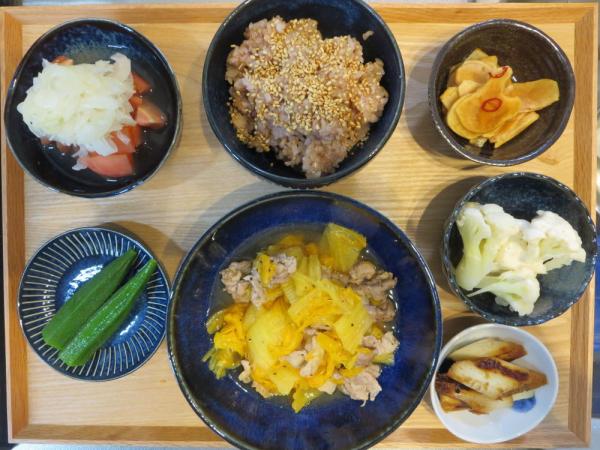 オレンジ白菜と豚肉の蒸し物の献立