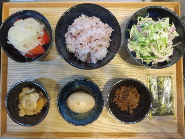 秋刀魚そぼろと煮たまごの献立