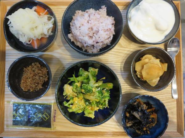 秋刀魚のそぼろとたまごとブロッコリーの炒め物の献立