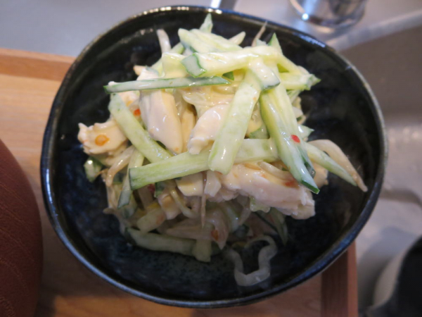 鶏むね肉(塩こうじ煮)ときゅうりのチリマヨ和え