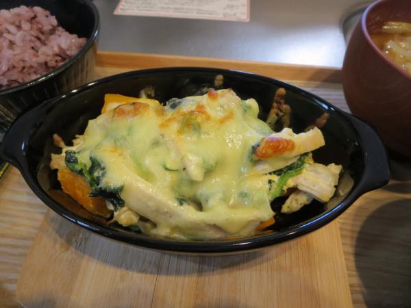 鶏むね肉(塩こうじ煮)とほうれん草、かぼちゃのチーズ焼き