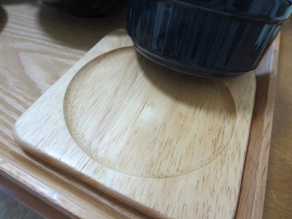 100円ショップセリアの木製コースター